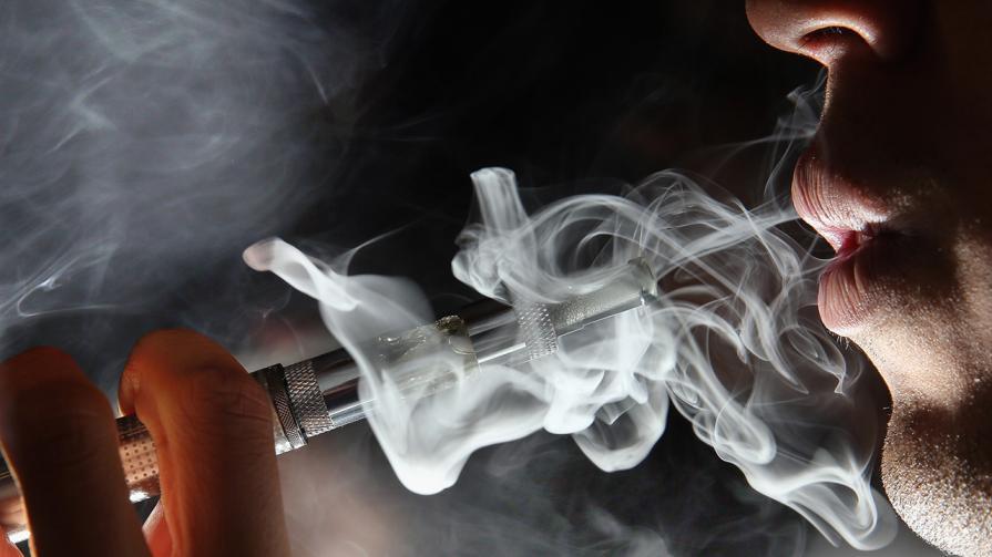 man vape e cigarette 1280